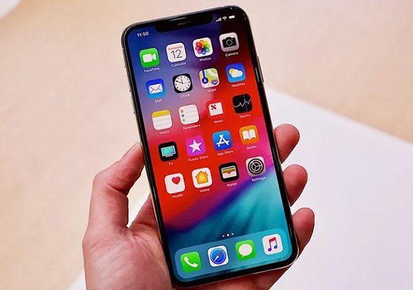 Màn hình iPhone Xs Max bị chảy mực do đâu, khắc phục thế nào