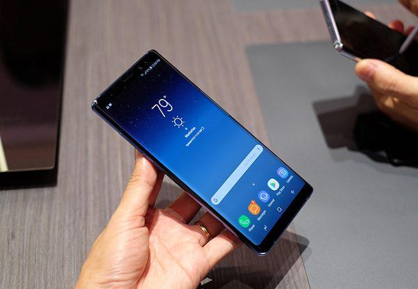 Màn hình Note 8 bị đốm đen có sao không?